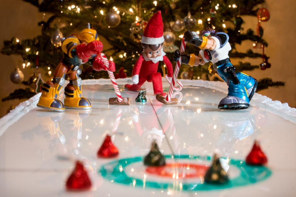 elf-on-the-shelf-curling