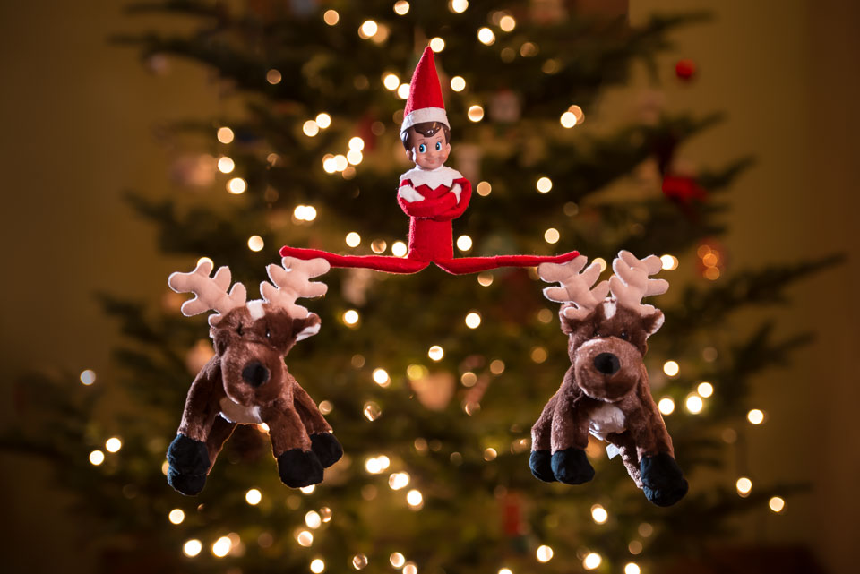 elf-on-the-shelf-epic-splits