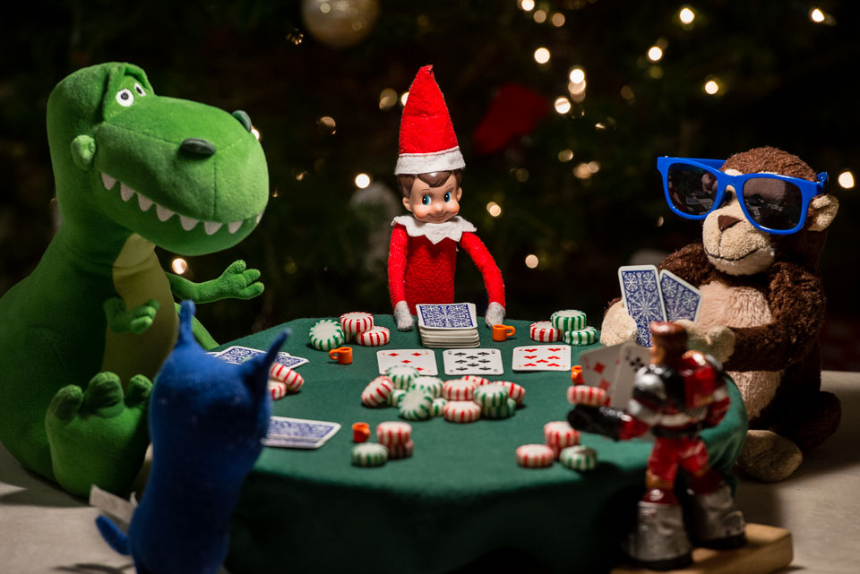 elf-on-the-shelf-playing-poker