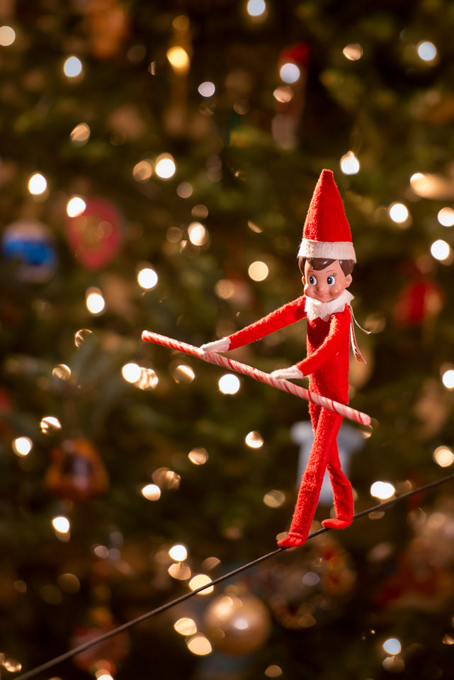 elf-on-the-shelf-tight-rope