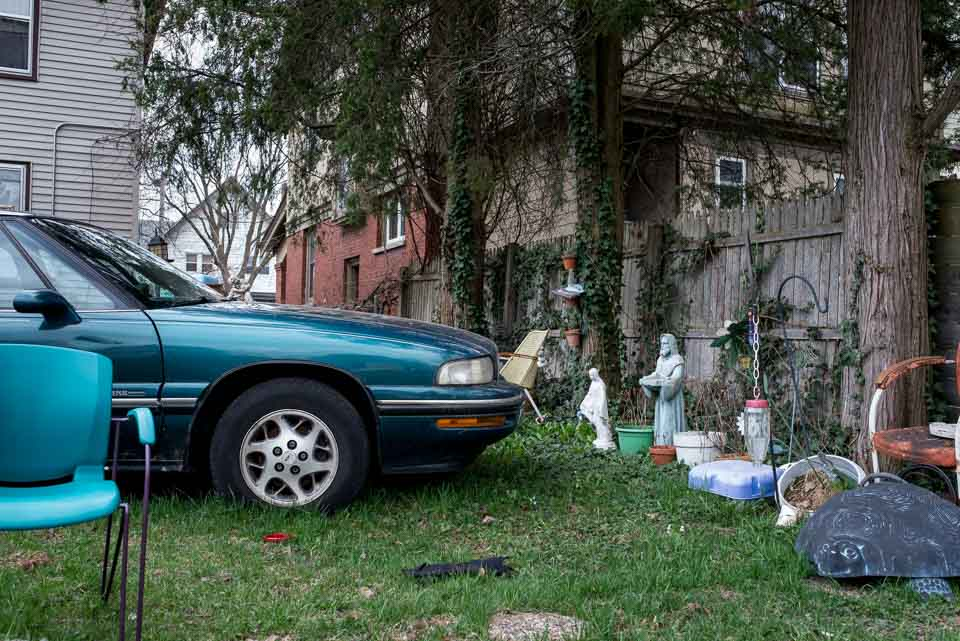 cluttered-yard-and-icons