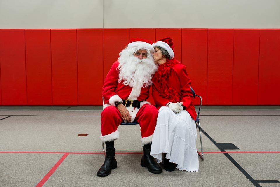 mrs-claus-kisses-santa